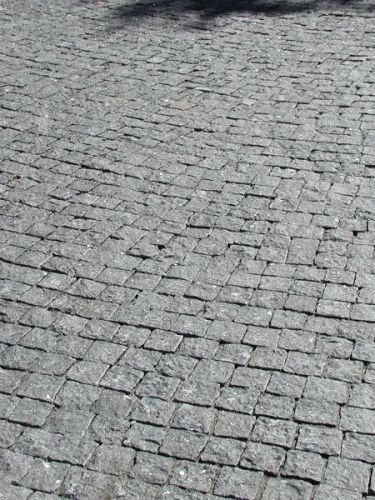 Kopfsteinpflaster Granit anthrazit verlegt