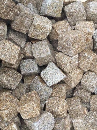 Kopfsteinpflaster Granit gelb nass 8 - 10cm